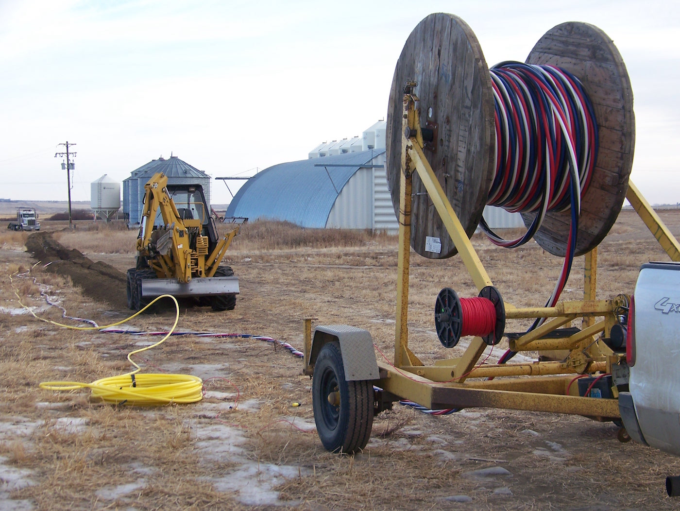 Spooling cable into trench